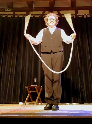 Schwäbischer Kabarettist, Bauchredner, Zauberer in Balingen